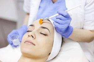 Piling za lice – čišćenjem kože do besprekornog tena